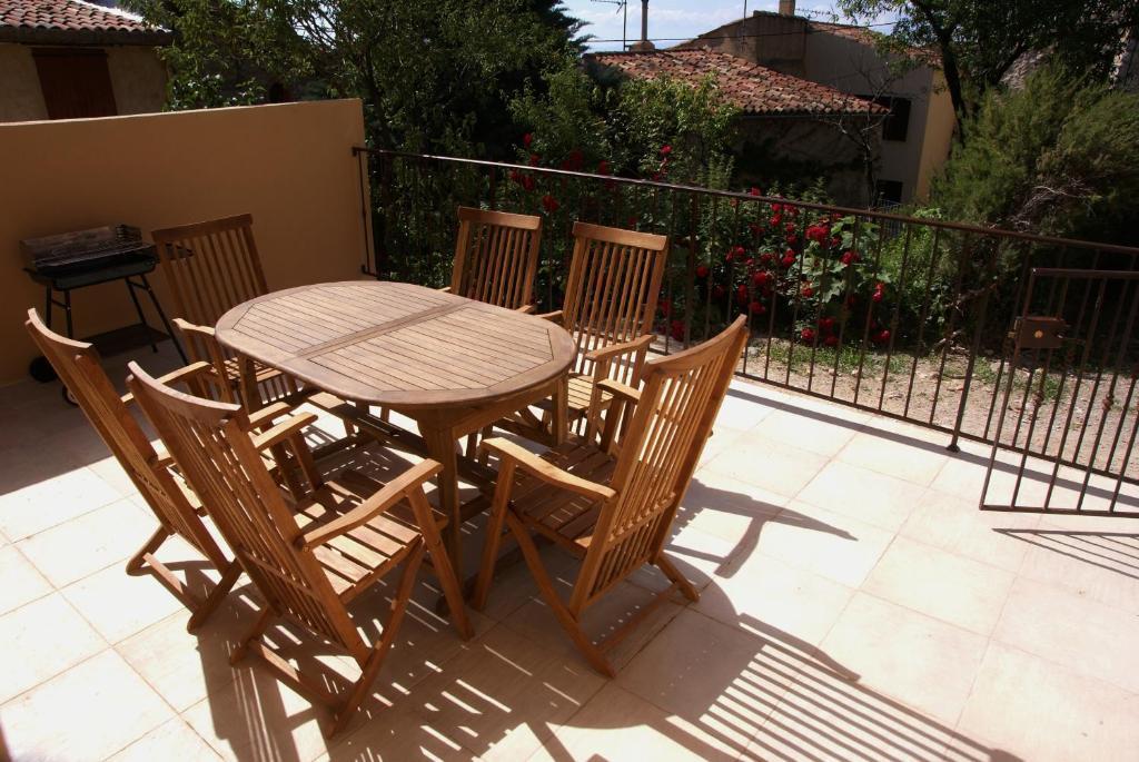 A balcony or terrace at Provence-Verdon