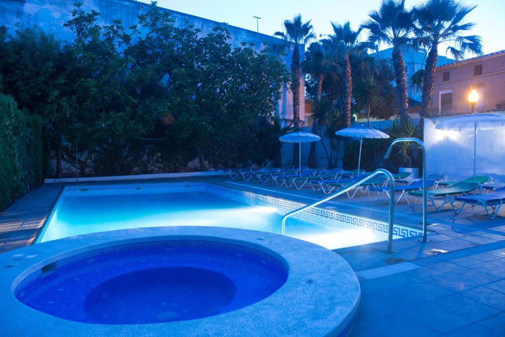 The swimming pool at or close to Hotel Avenida