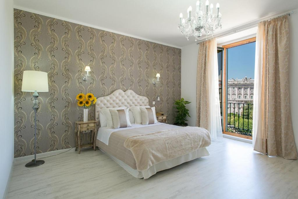 A bed or beds in a room at Hostal Central Palace Madrid