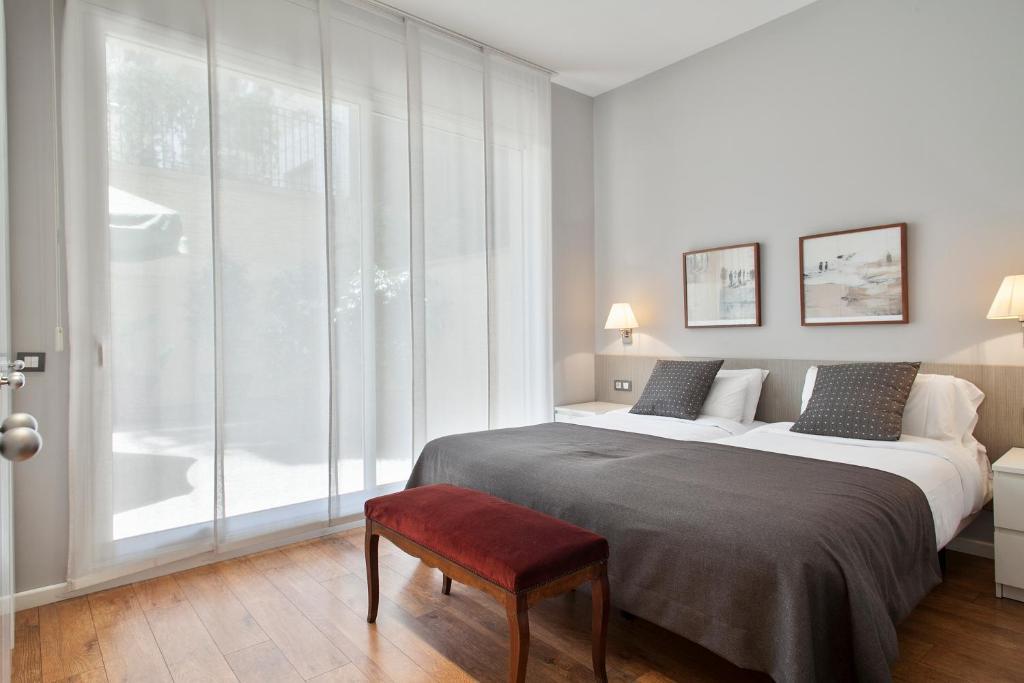 A bed or beds in a room at Bonavista Apartments - Passeig de Gràcia