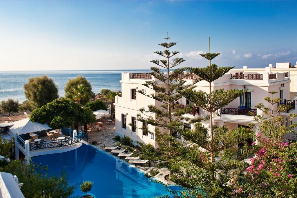 Majoituspaikan Veggera Beach Hotel uima-allas tai lähistöllä sijaitseva uima-allas