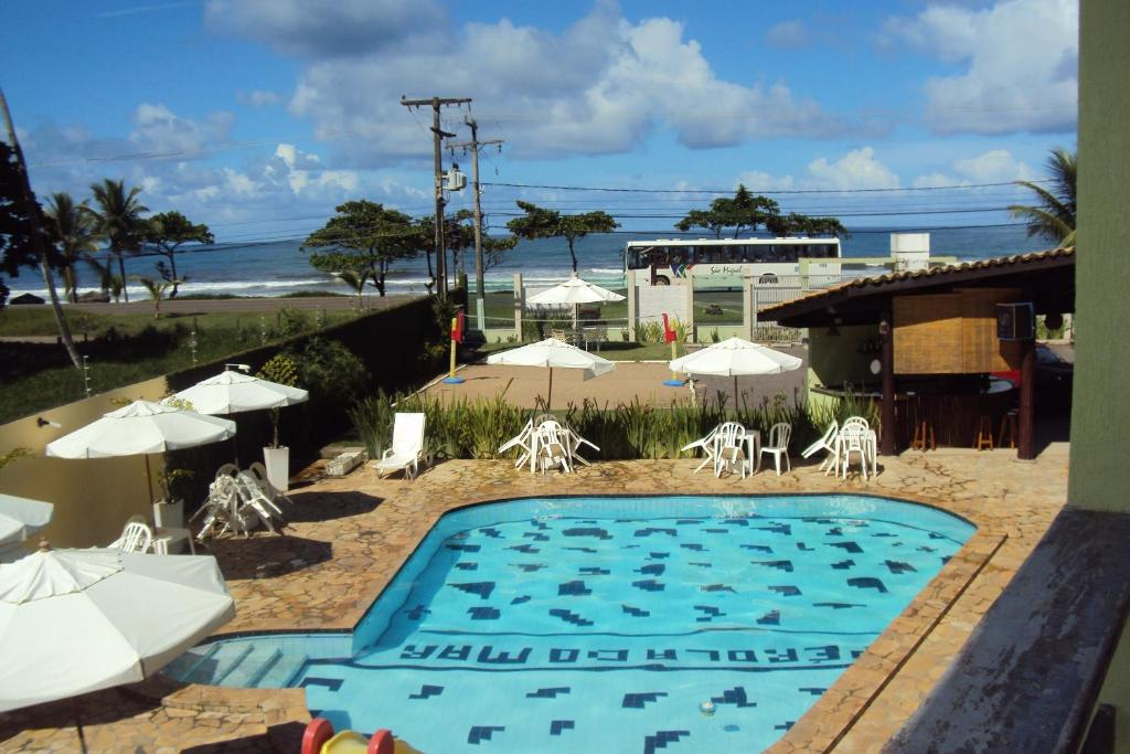 A view of the pool at Pousada Pérola do Mar or nearby