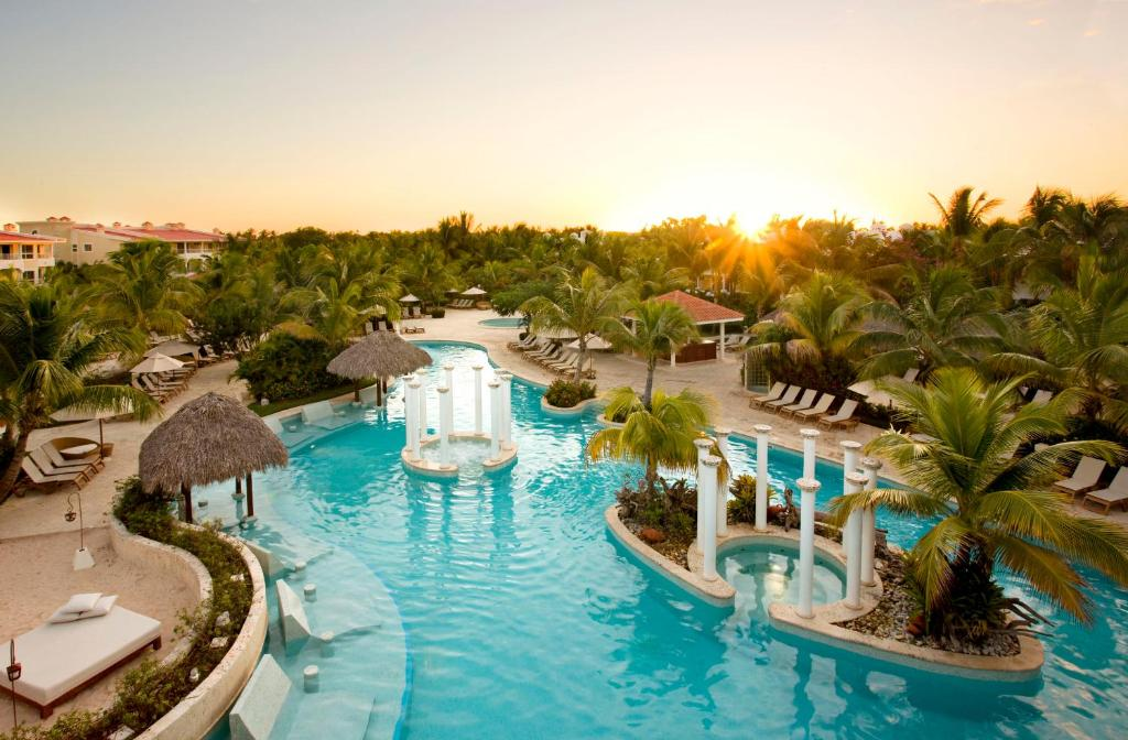 A view of the pool at Meliá Caribe Tropical All Inclusive or nearby