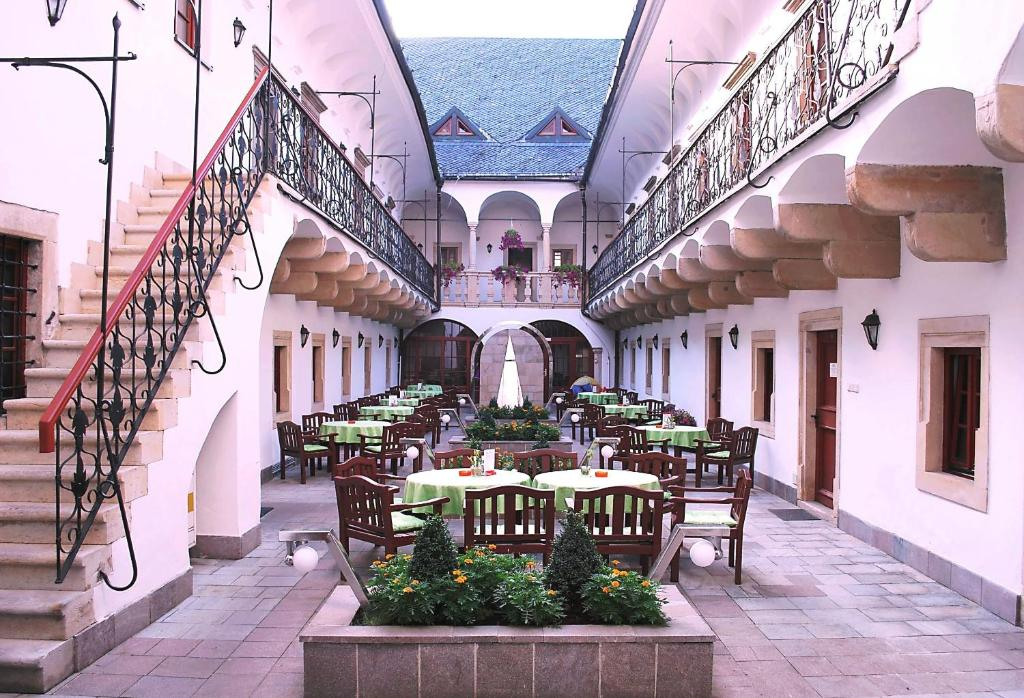 A restaurant or other place to eat at Hotel Stela