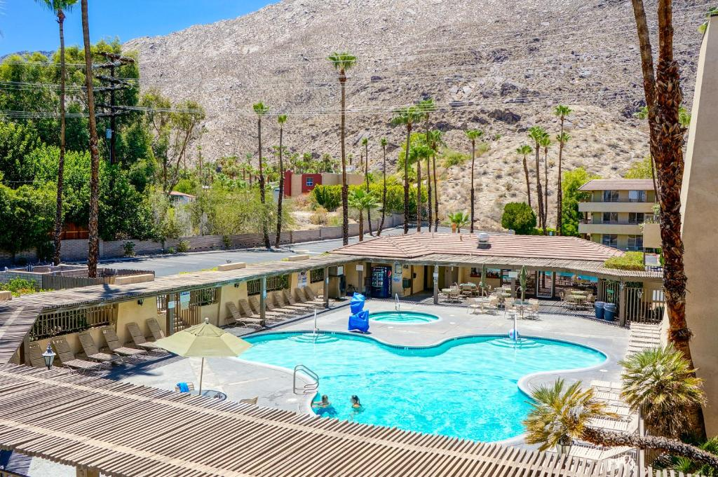 A view of the pool at Vagabond Inn Palm Springs or nearby
