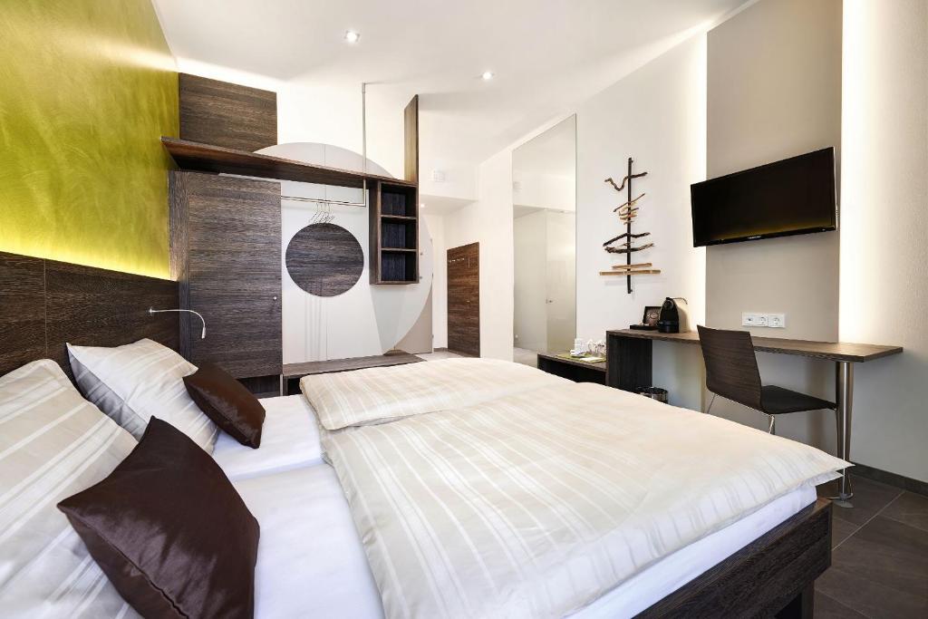 Tempat tidur dalam kamar di eee hotel Marchtrenk