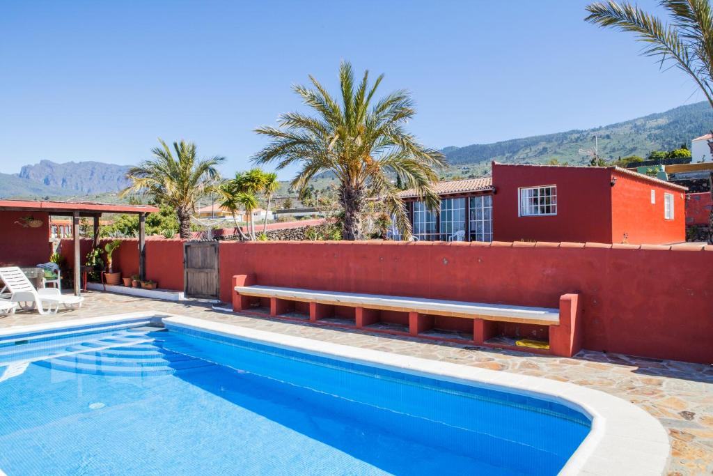Het zwembad bij of vlak bij Casa Monasterio