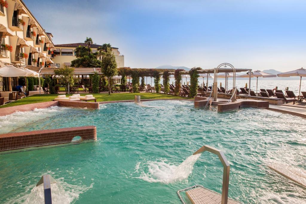 Het zwembad bij of vlak bij Grand Hotel Terme