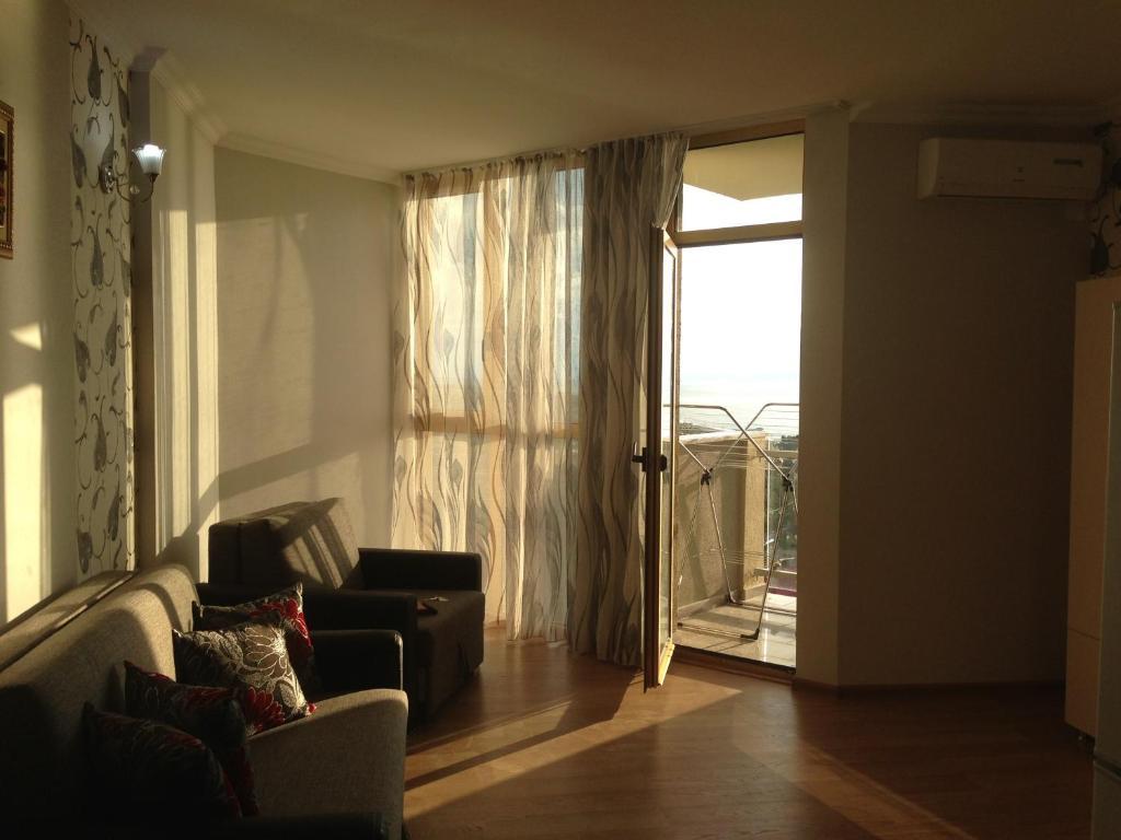 A seating area at Kobaladze Apartments