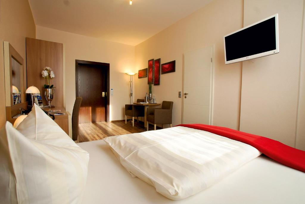 Hotel Deutsches Haus tesisinde bir odada yatak veya yataklar