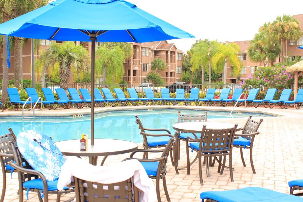 The swimming pool at or near Polynesian Isles Resort By Diamond Resorts