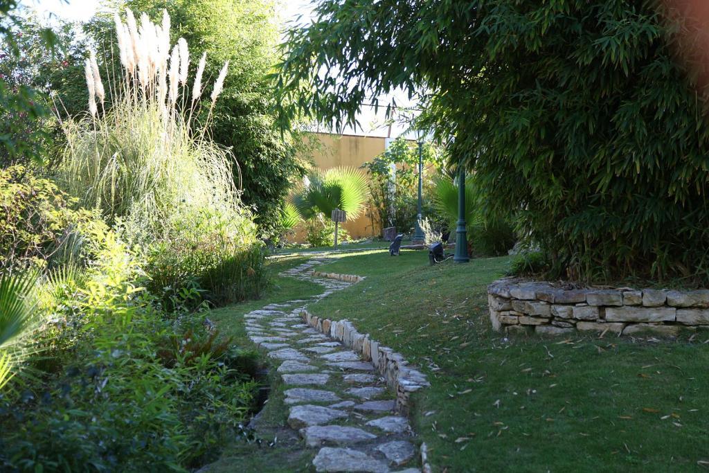 Um jardim no exterior de Casa de Campo - Quinta Lagus