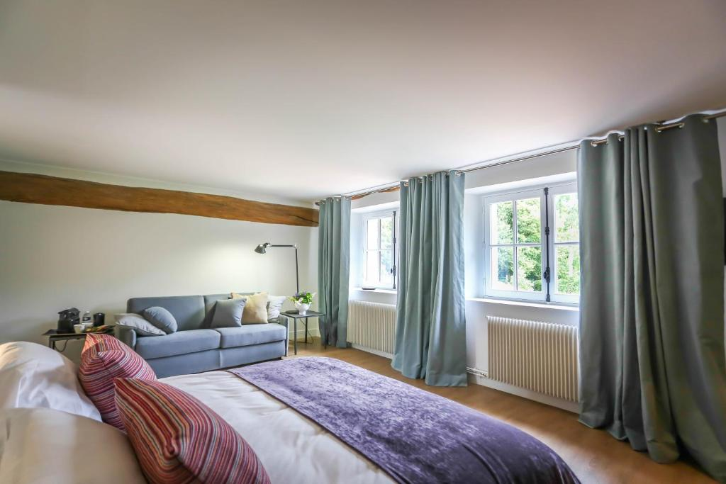 A bed or beds in a room at Moulin de Vilgris
