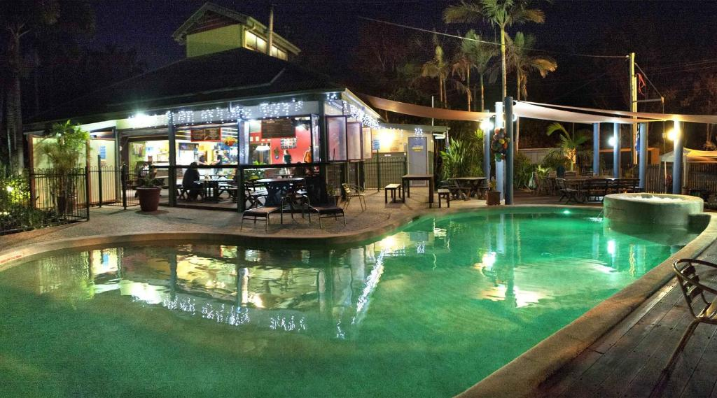 The swimming pool at or near Colonial Village Cabins, Camping & Tours - Hervey Bay YHA