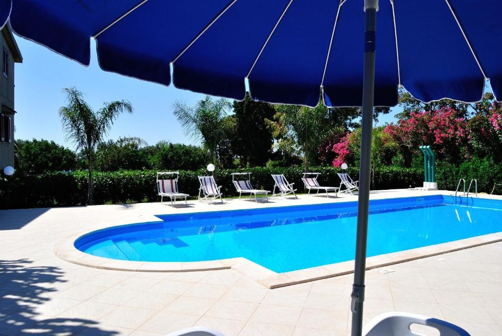 Der Swimmingpool an oder in der Nähe von C'era Una Volta