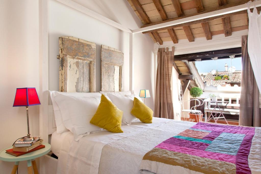 A bed or beds in a room at Casa Fabbrini Boutique B&B