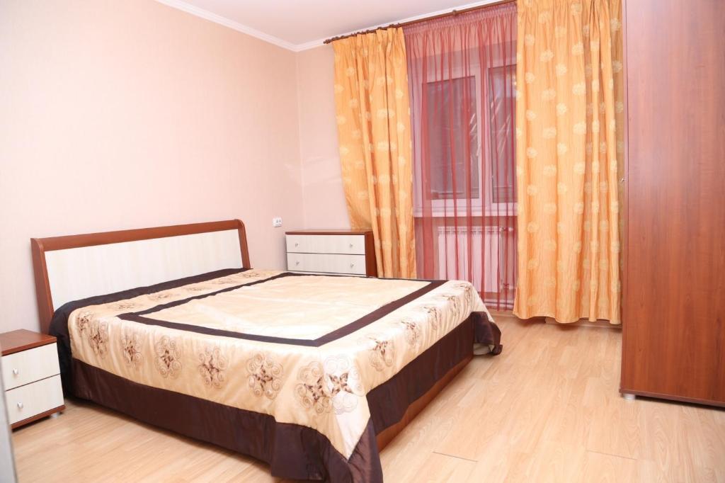 Кровать или кровати в номере Просторные апартаменты на Чернышова