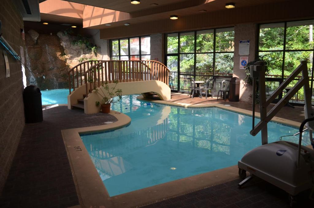 The swimming pool at or near Zoders Inn and Suites