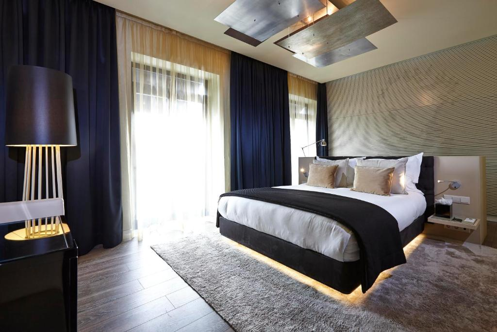 A bed or beds in a room at 9Hotel Mercy