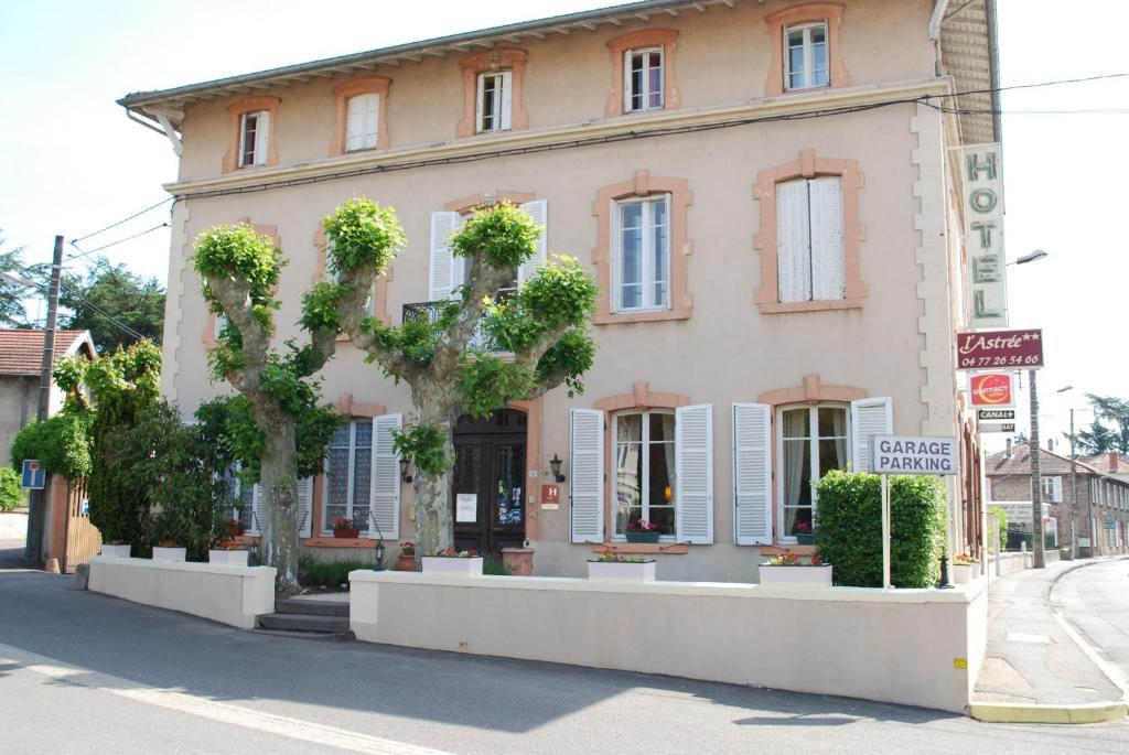 Hotel L Astree Feurs France Booking Com