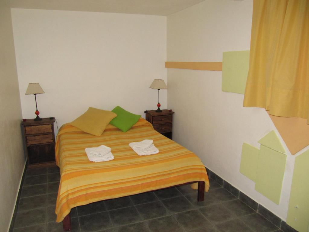 A bed or beds in a room at Apart Casas Del Centro