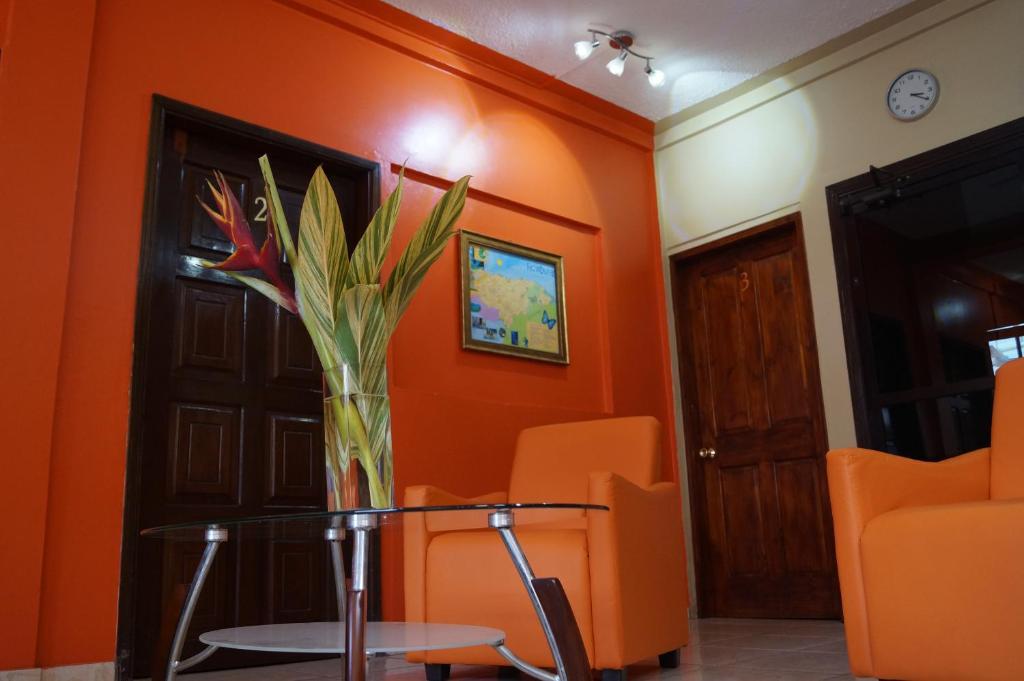 A television and/or entertainment center at Micro Hotel Rio de Piedras