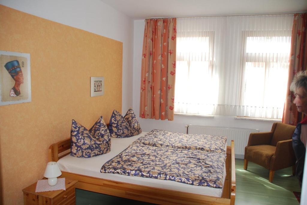 Ein Bett oder Betten in einem Zimmer der Unterkunft Apartments Gästehaus Im Lindenhof