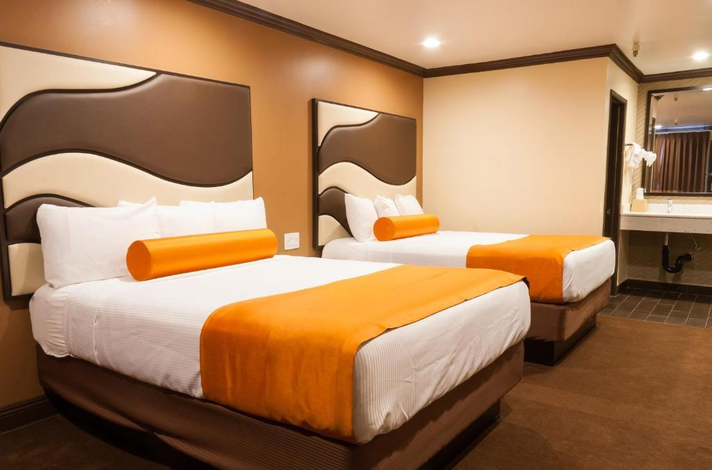 A bed or beds in a room at Redondo Pier Inn