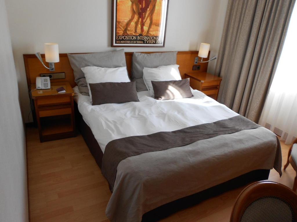 Ein Bett oder Betten in einem Zimmer der Unterkunft Hotel Piemont