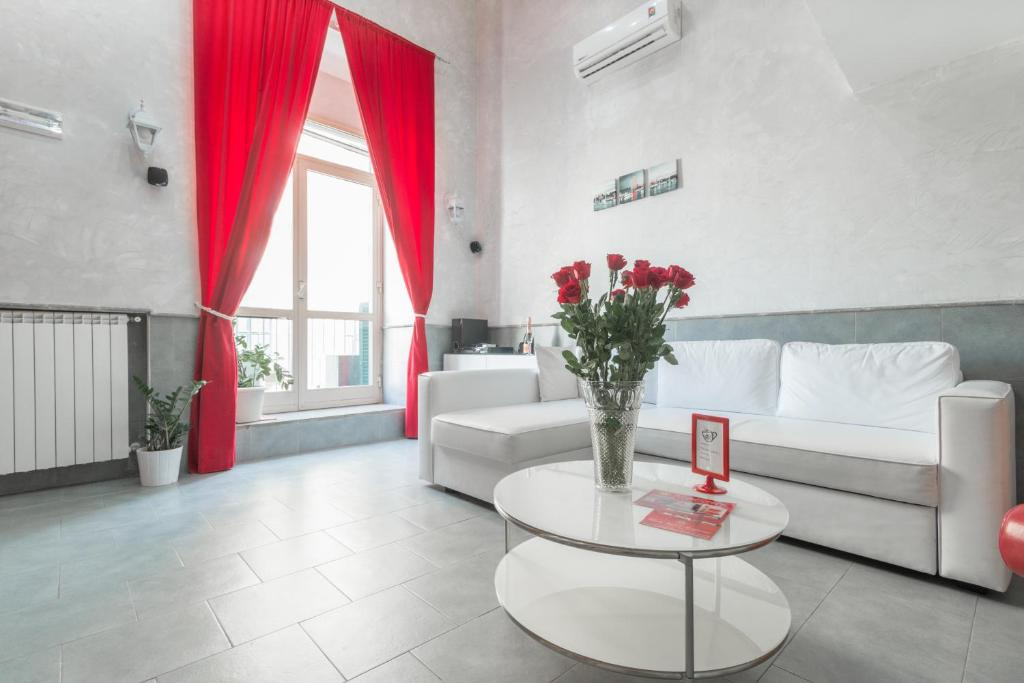 A seating area at Suite Apartments Angioini