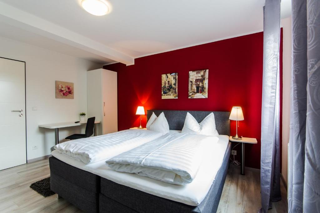 Ein Bett oder Betten in einem Zimmer der Unterkunft Hotel Zum Jägerhaus