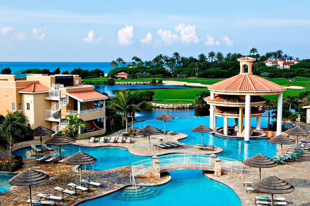 Uitzicht op het zwembad bij Divi Village Golf and Beach Resort of in de buurt