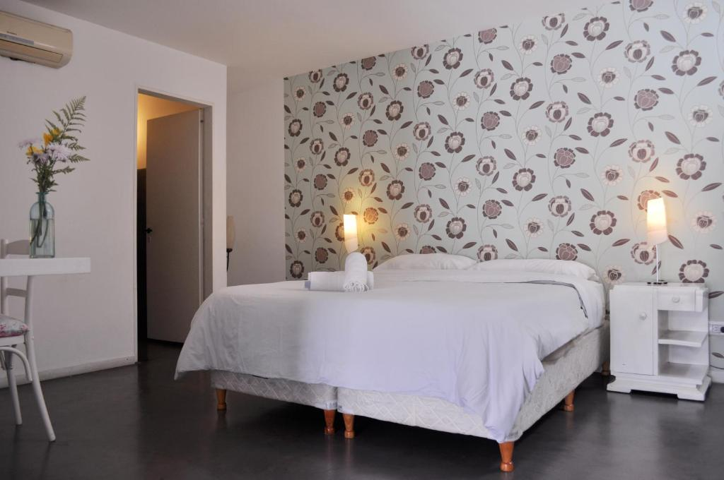 A bed or beds in a room at Boho Rooms