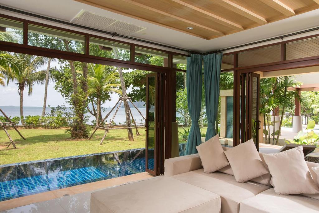 A seating area at Amatapura Beachfront Villa 14
