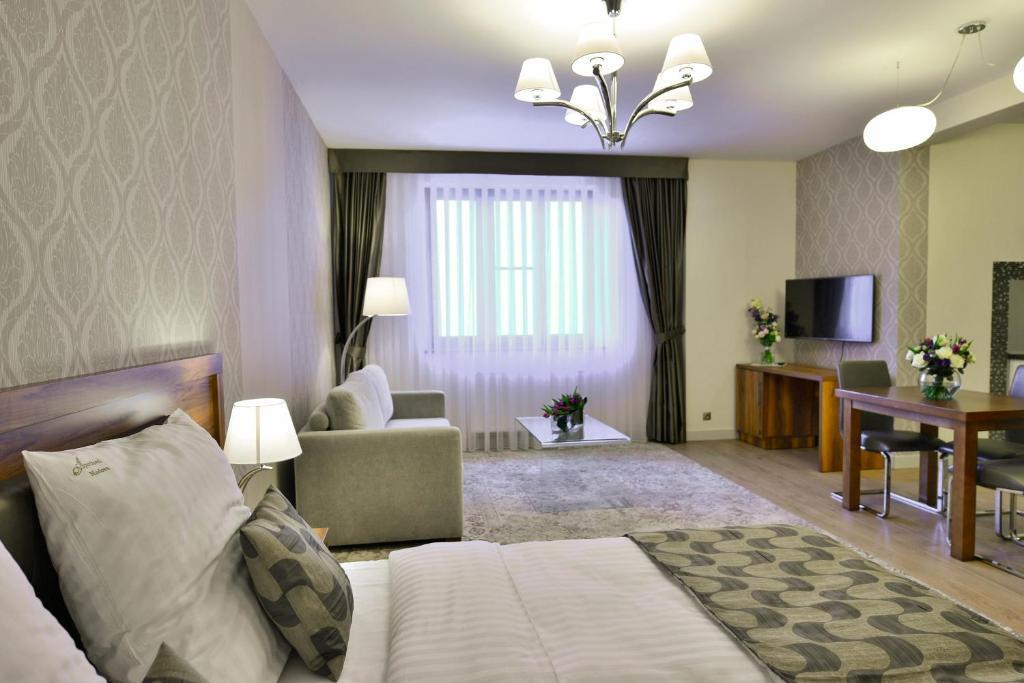 Televizorius ir (arba) pramogų centras apgyvendinimo įstaigoje Aparthotel Miodowa
