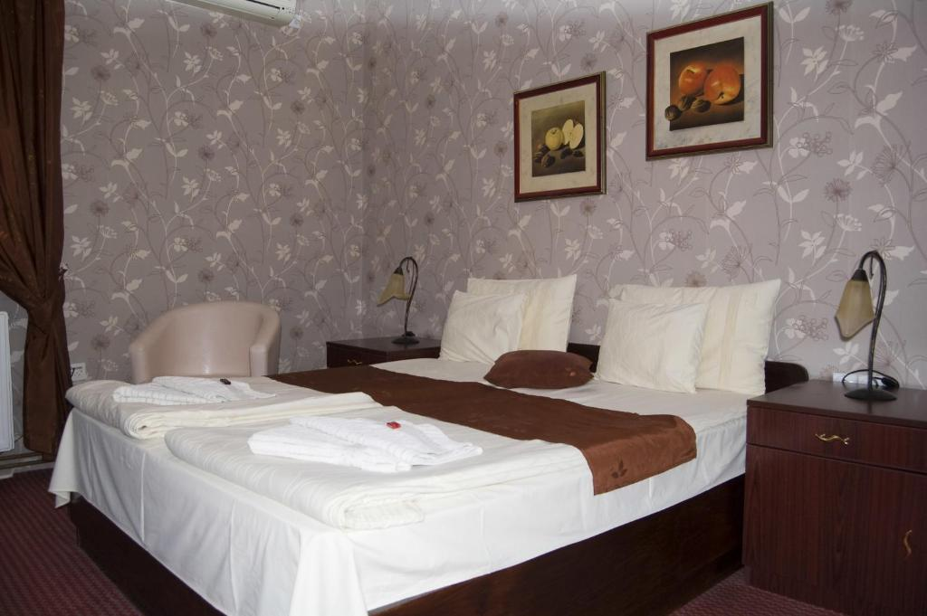 A bed or beds in a room at Guest House Prenoćište Piccolina
