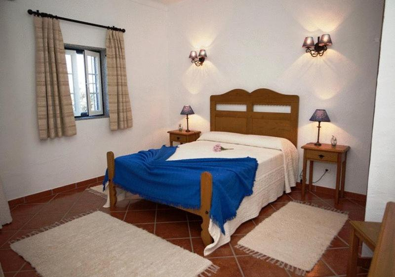 A bed or beds in a room at Naveterra-Hotel Rural