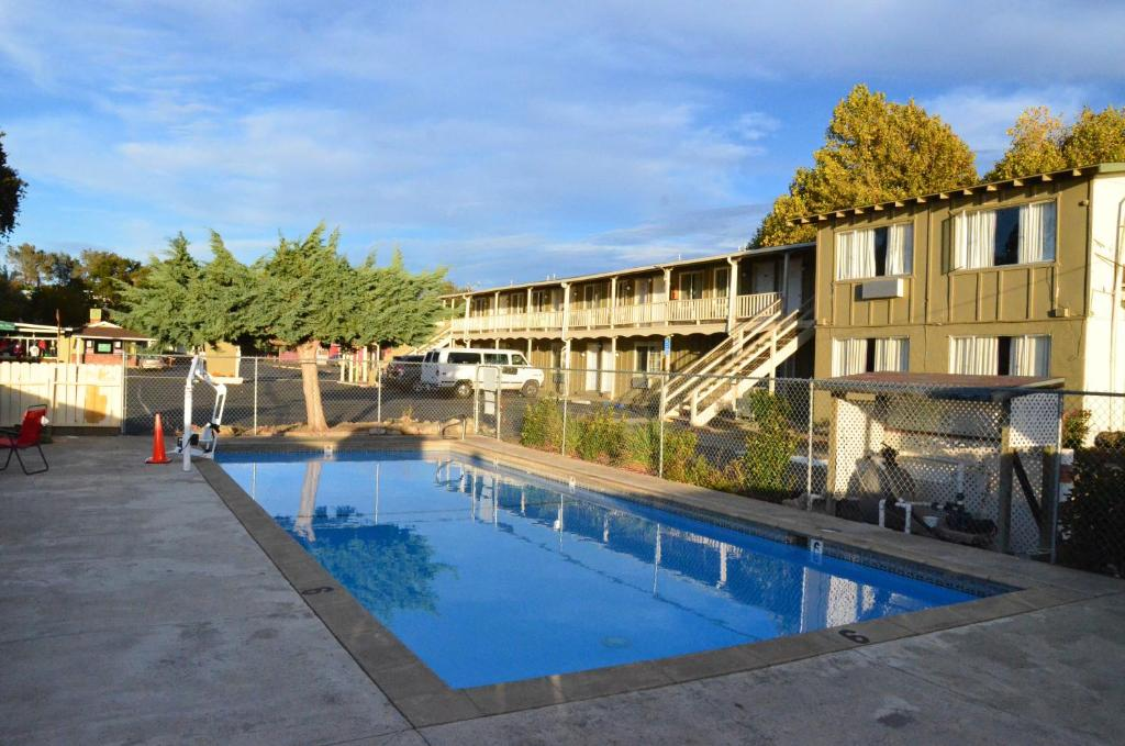 The swimming pool at or near Lamplighter Motel Clearlake