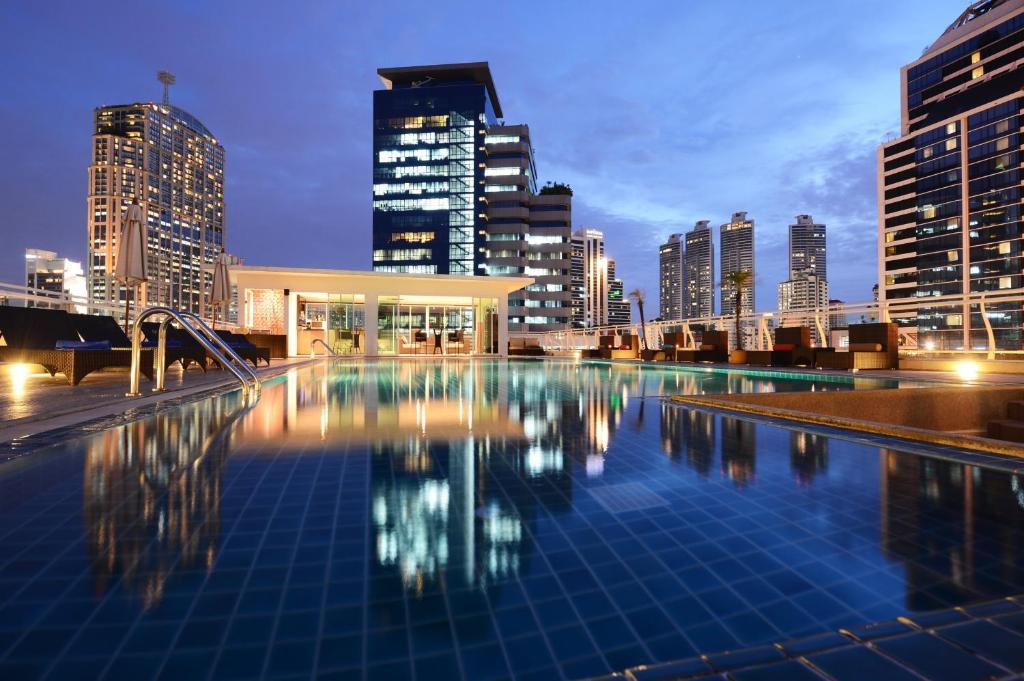 The swimming pool at or close to Bless Residence Bangkok