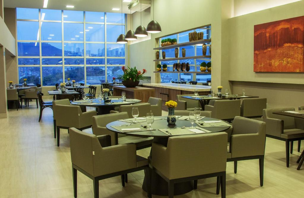 A restaurant or other place to eat at BH Raja Hotel