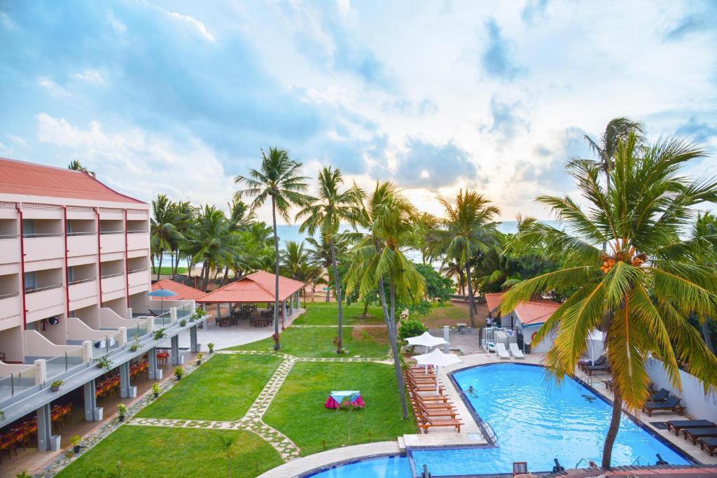 Uitzicht op het zwembad bij Paradise Beach Hotel of in de buurt