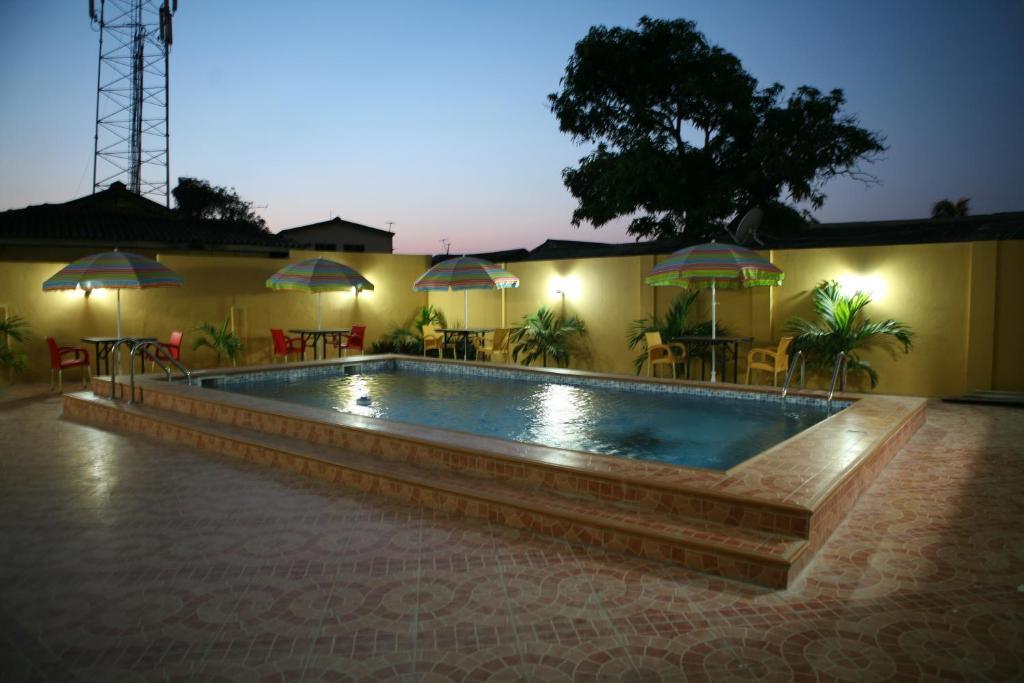 Piscine de l'établissement Okera Inn ou située à proximité
