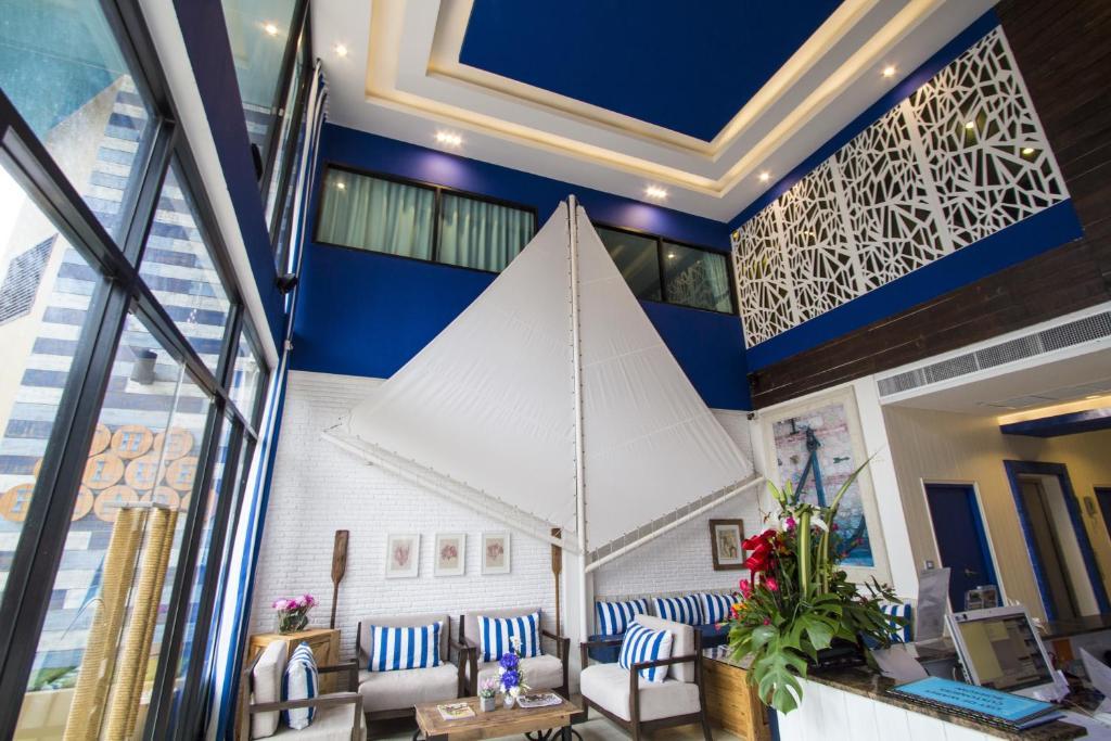 O saguão ou recepção de The Blue Pearl Kata Hotel