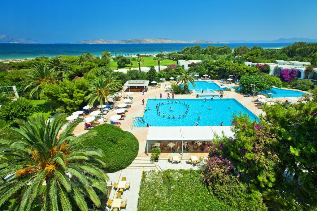 Вид на бассейн в Caravia Beach Hotel или окрестностях