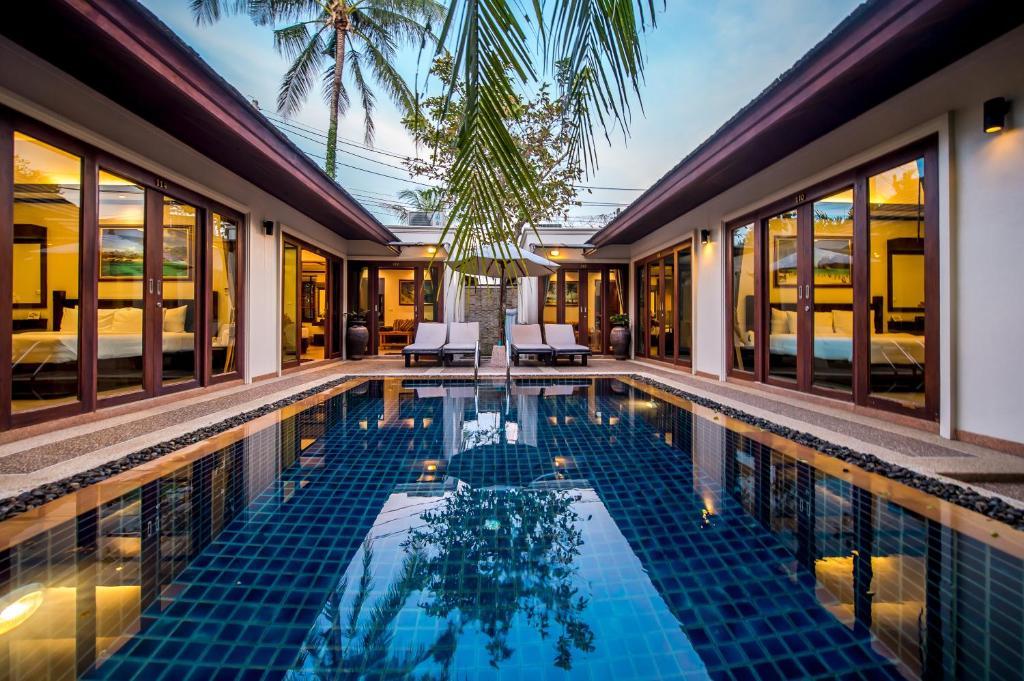 A piscina localizada em Pai Tan Villas ou nos arredores