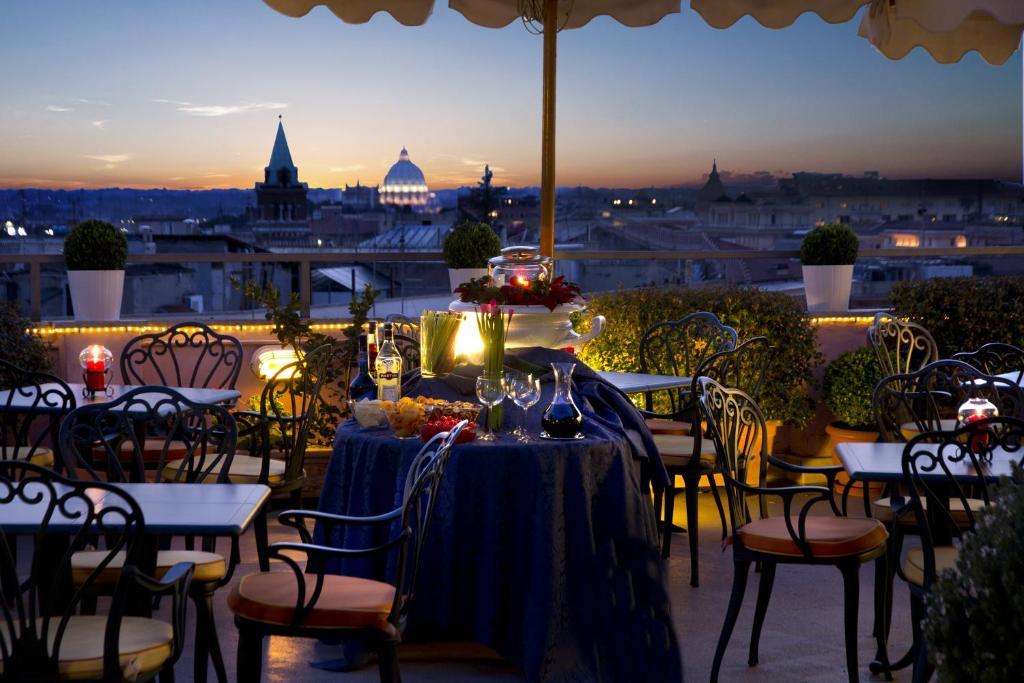 Um restaurante ou outro lugar para comer em Marcella Royal Hotel