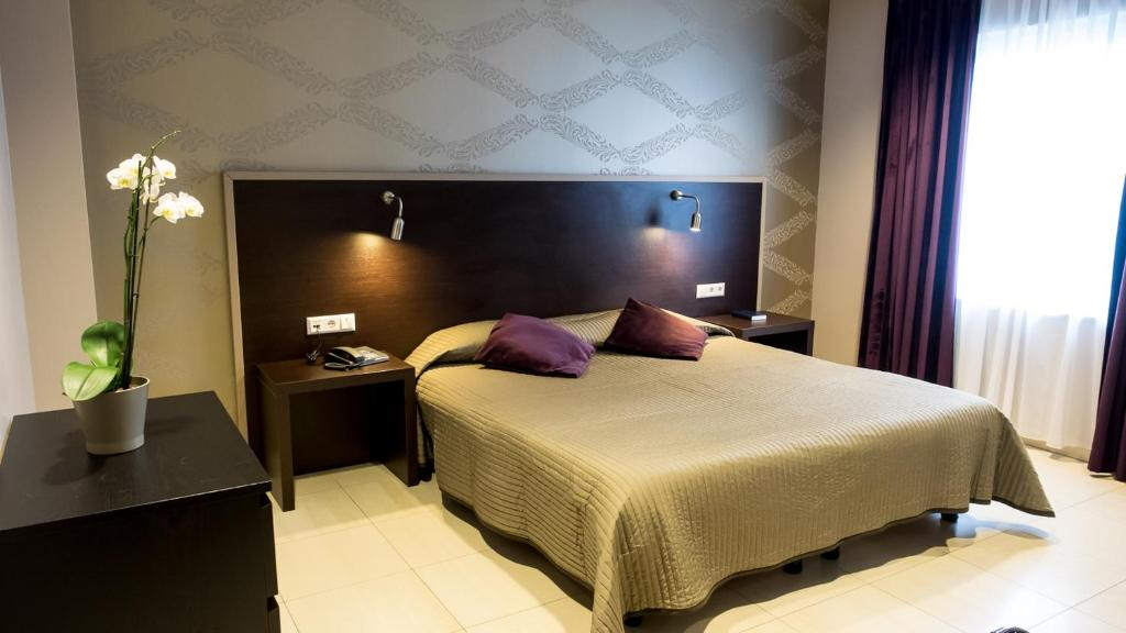 A bed or beds in a room at Hotel Pax
