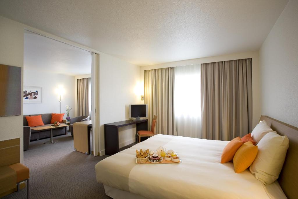 A bed or beds in a room at Novotel Belfort Centre Atria