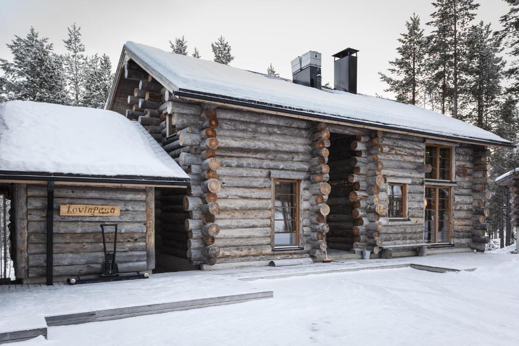 LevinPesä Chalet during the winter