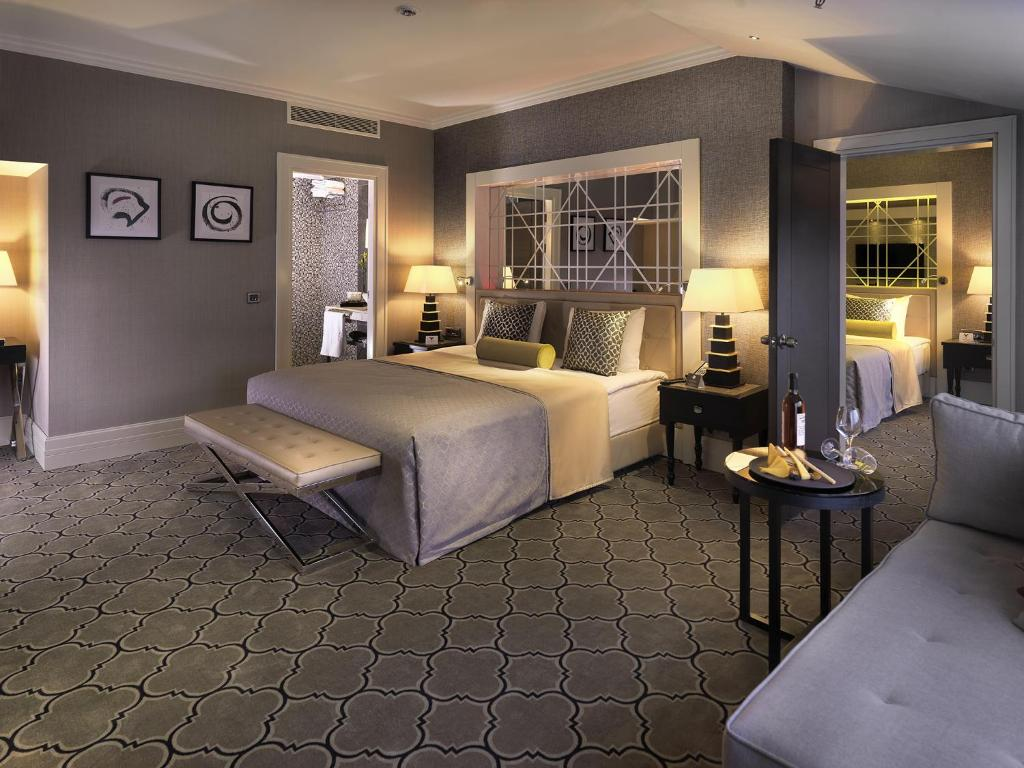 A bed or beds in a room at Mercure Istanbul Bomonti